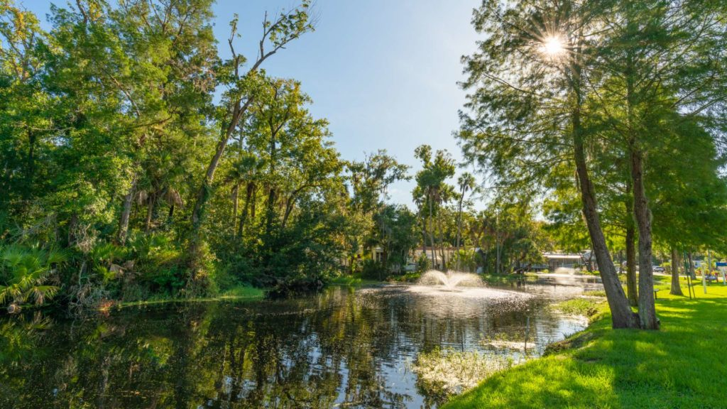 Homosassa River RV Resort and Vacation Rentals Pond Fountain in Homosassa Springs, FL